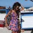 Nina Dobrev se détend sur la plage avec des amies, dont l'actrice Julianne Hough. Miami, le 28 avril 2013.
