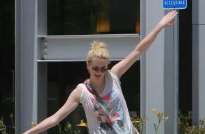 Ireland Baldwin : Au top après les insultes, elle danse sa joie en pleine rue !