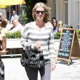 Nicky Hilton surprise à New York dans un look casual composée d'un pull rayé Splendid, d'un jean gris, d'un sac Proenza Schouler et de baskets Isabel Marant. Le 1er mai 2013.