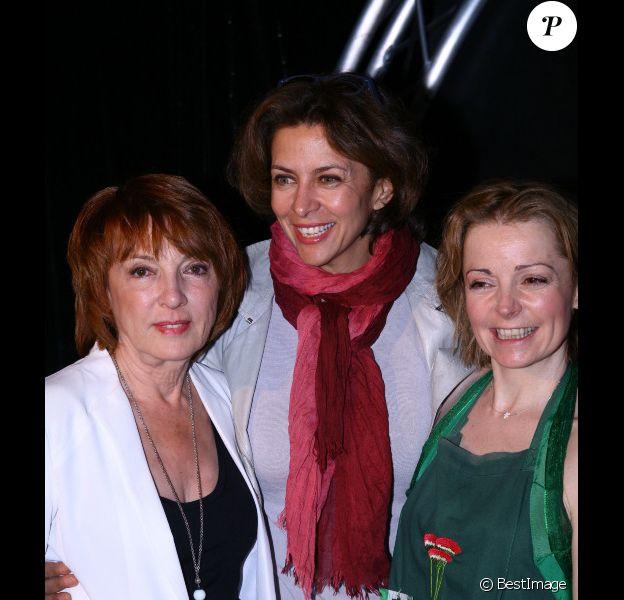 Corinne Touzet  et Blanche Raynal au spectacle de Marie Dauphin à l'Artishow à Paris, le 29 avril 2013.