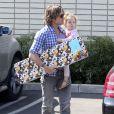 Nicole Kidman et le chanteur Keith Urban emmènent leurs filles, Sunday Rose et Faith, à une fête d'anniversaire à Hollywood, le 4 mai 2013.