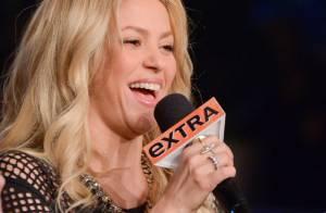 Shakira: Sexy en robe courte, la jeune maman s'éclate avec ses amis de The Voice