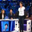 """Alessandra Sublet arbore un t-shirt """"I love Natacha et Aymeric"""" sur le plateau de l'émission On n'est pas couché, samedi 11 mai 2013 sur France 2"""