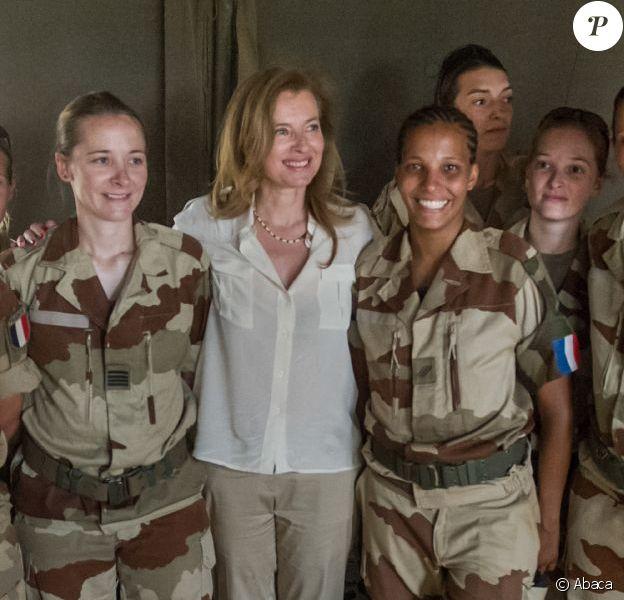 Valérie Trierweiler avec les troupes militaires françaises à Gao au Mali, le 16 mai 2013.