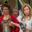 Valérie Trierweiler et la Première dame du Mali Mintou Traoré à Gao le 16 mai 2013.