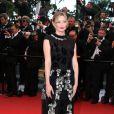 Kirsten Dunst pendant la montée des marches du film Inside Llewyn Davis lors du 66e festival du film de Cannes, le 19 mai 2013.