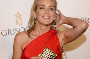 Sharon Stone : Dos nu et robe échancrée, l'actrice en met plein la vue à Cannes