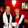 Gérard Hernandez et sa femme à la soirée de la Saint-Valentin au Paradis Latin, le 14 février 2005 à Paris.