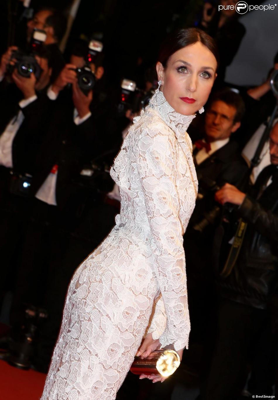 Elsa Zylberstein sublime en Zuhair Murad pendant la montée des marches du film Only God Forgives lors du 66e Festival du film de Cannes, le 22 mai 2013