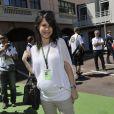 Marion Jollès-Grosjean, enceinte et radieuse dans les allées du paddock du Grand Prix de Formule 1 du dimanche 26 mai 2013
