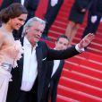 """Marine Lorphelin (robe Eric Tibusch) et Alain Delon - Montée des marches du film """"Zulu"""" lors de la clôture du 66e Festival du film de Cannes le 26 mai 2013."""