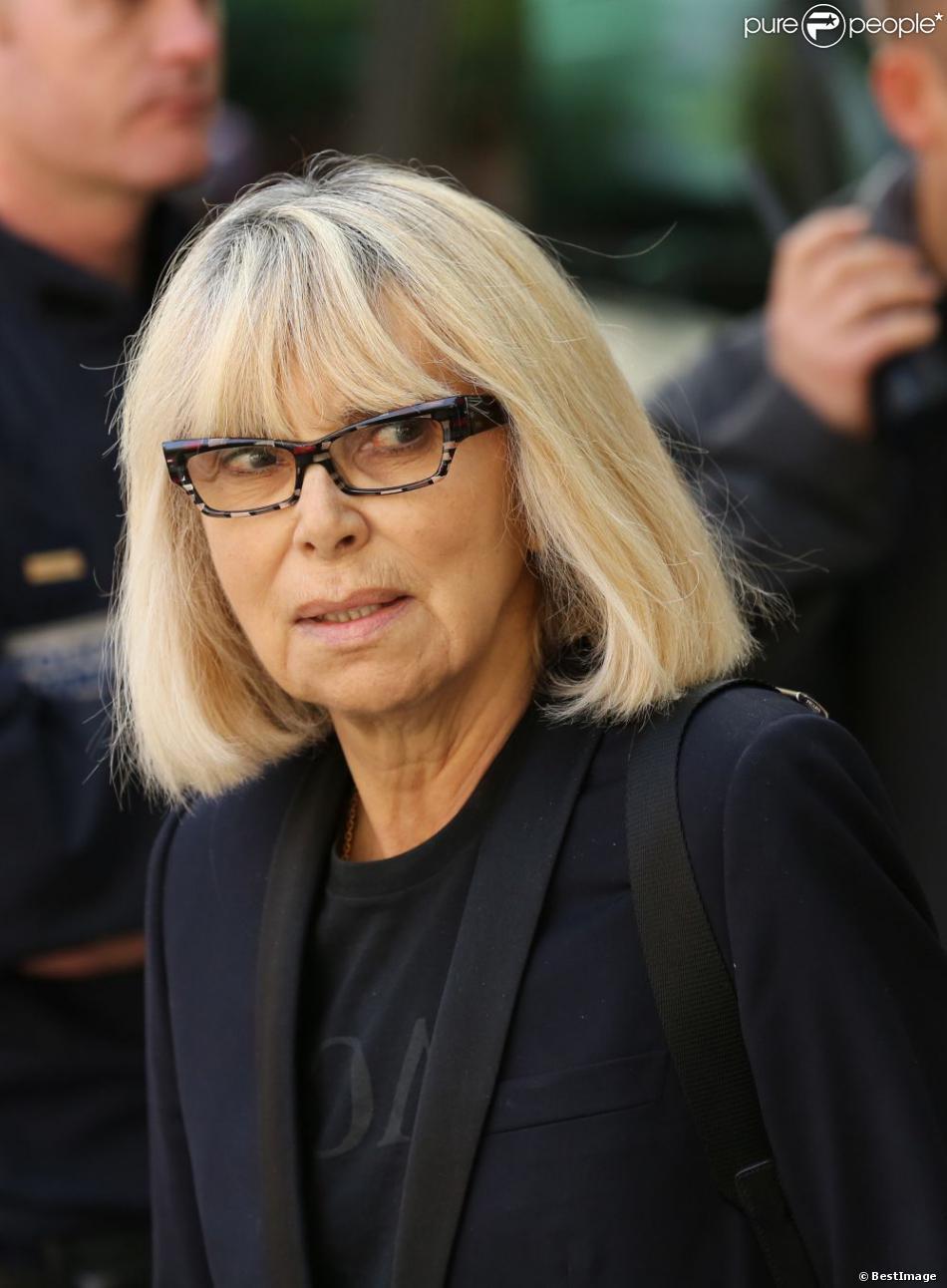 Mireille Darc aux obsèques de Pierre Mondy. A Paris le 20 septembre 2012.