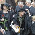 La comtesse Anne Dorte, très marquée, aux obsèques de son mari le comte Christian de Rosenborg, ancien prince de Danemark, le 29 mai 2013 à l'église et au cimetière de Lyngby. Outre sa veuve Anne Dorte et leurs trois filles, la reine Margrethe II de Danemark, le prince Henrik, la princesse Benedikte et la princesse Marie assistaient à l'office, conduit par Julie Schmidt.