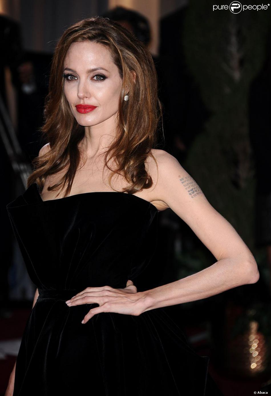 Angelina Jolie lors de la cérémonie des Oscars le 26 février 2012