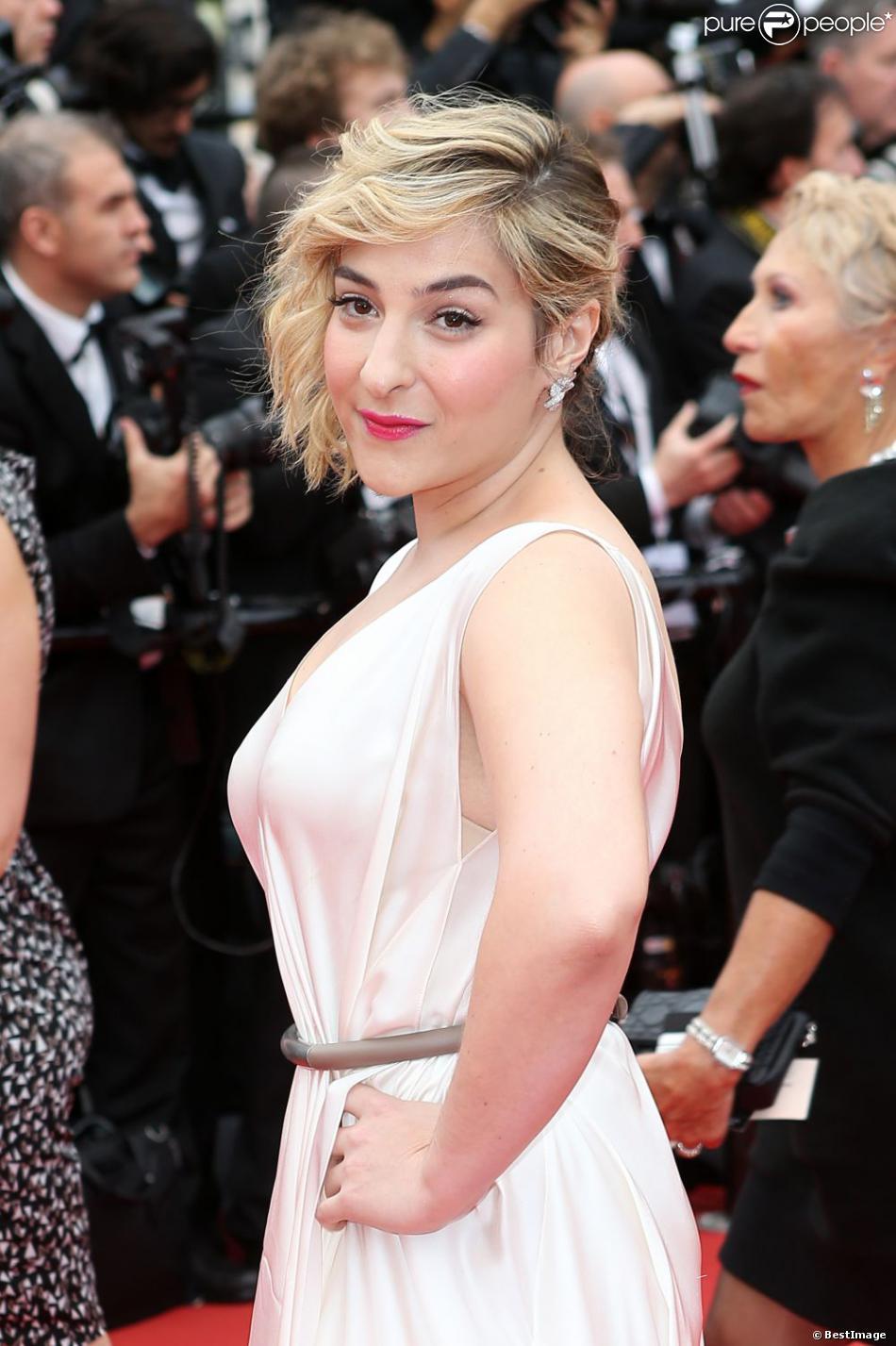 """Marilou Berry - Montée des marches du film """"Jeune et Jolie"""" pour l'ouverture du 66e Festival du film de Cannes, le 16 mai 2013."""