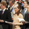 Kate Middleton portant un chapeau Jane Taylor lors de la messe du jubilé de diamant en la cathédrale Saint Paul le 5 juin 2012