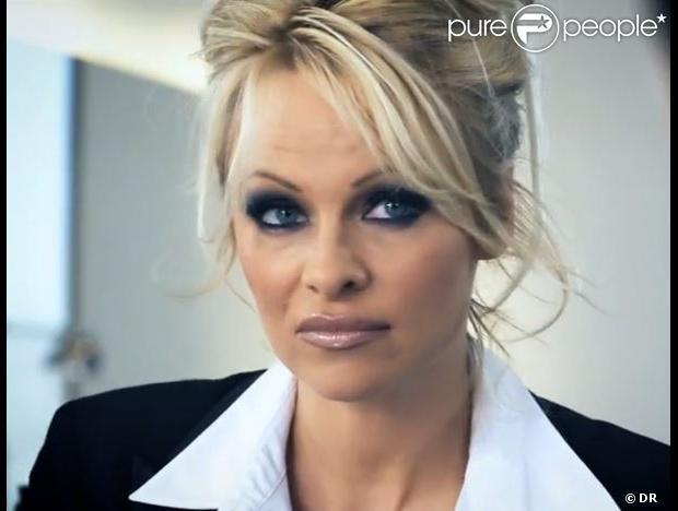 Pamela Anderson dans sa publicité pour CrazyDomains.