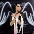 """Exclusif - Karine Ferri pour l'événement """"2000 femmes chantent contre le cancer"""" à l'Olympia à Paris, le 7 mars 2013."""