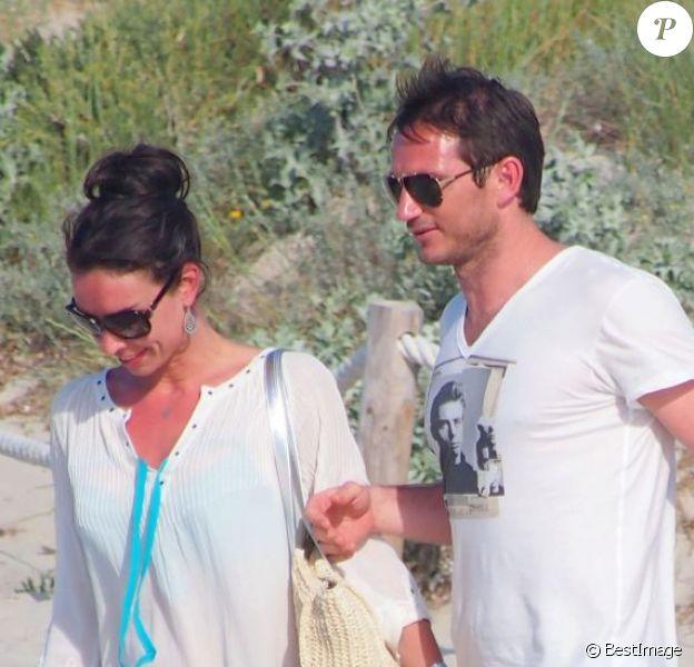 Exclusif - Le joueur de football Frank Lampard passe ses vacances avec sa fiancée Christine à Formentera, le 5 juin 2013.
