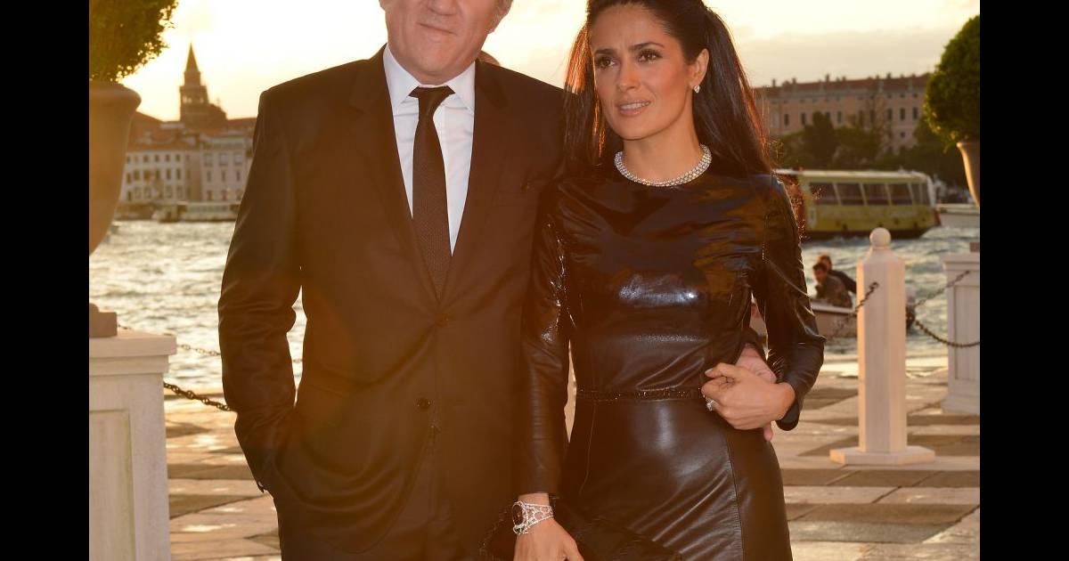 salma hayek mon mari m 39 adore en cuir. Black Bedroom Furniture Sets. Home Design Ideas