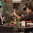 """Selma Blair et Charlie Sheen dans la saison 1 de """"Anger Management"""" sur FX, 2012."""