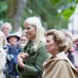 La reine Sonja et la princesse Mette-Marit de Norvège célébrant le 12 juin 2013 à Oslo le bicentenaire de la romancière et féministe Camilla Collett