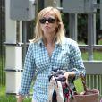 Reese Witherspoon, son frère John et son fils Deacon se rendent à la piscine à Nashville. Le 17 juin 2013.