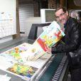 """Exclusif - Fabien Rypert règle les derniers détails à l'imprimerie PPO pour leur ouvrage """"Les Pochitos"""", à Palaiseau le 28 Mai 2013."""