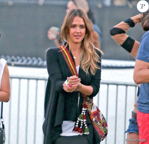 A copier : le look de festival de Jessica Alba à Coachella !