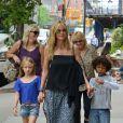 Heidi Klum avec sa mère Erna et ses enfants Leni et Johan à New York le 29 juin 2013.