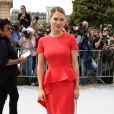 Lea Seydoux, moulée dans une robe corail, arrive au défilé Christian Dior Couture le 1er juillet 2013 à Paris