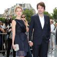 Natalia Vodianova et Antoine Arnault, élégants, arrivent au défilé Christian Dior Couture le 1er juillet 2013 à Paris