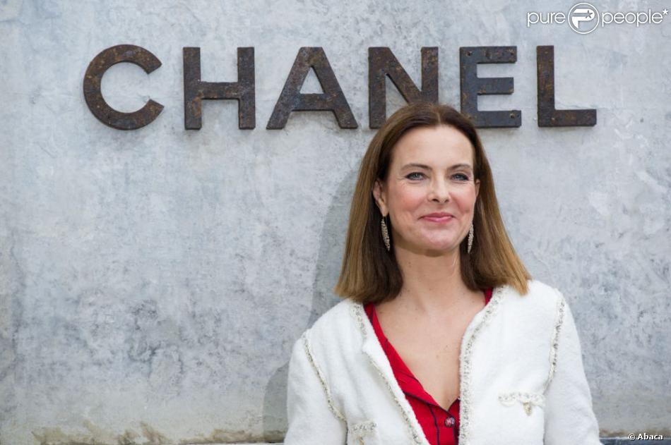 Carole Bouquet lors du défilé Chanel Haute Couture à Paris le 2 juillet 2013