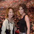 Exclusif : Nathalie Baye et sa fille Laura Smet au concert anniversaire de Johnny Hallyday le 15 juin 2013