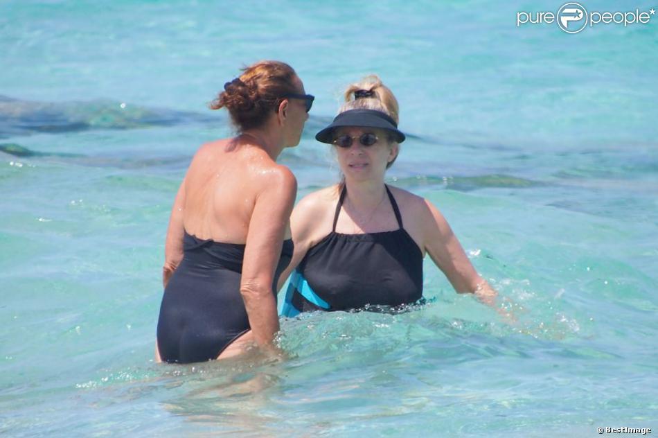 Exclusif - La chanteuse Barbra Streisand et Donna Karan en vacances à Formentera en Espagne le 4 juillet 2013