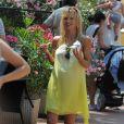 Michelle Hunziker, enceinte et détendue à Finale Ligure dans le nord de l'Italie. Le 6 juillet 2013.