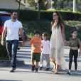 Alessandra Ambrosio, Jamie Mazur et leurs enfants ont rejoint Brooke Burle Charvet pour une pause gourmande à Malibu. Le 6 juillet 2013