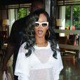 La chanteuse Rihanna, sexy dans une tenue transparente, quitte son hotel pour se rendre a Birmingham pour son concert, le 18 juillet 2013