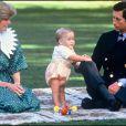 Lady Di, le prince William et le prince Charles en janvier 1983.