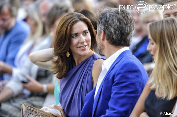 La princesse Mary de Danemark et la princesse Benedikte à l'ouverture d'un festival équestre à Aix-la-Chapelle le 25 juin 2013.