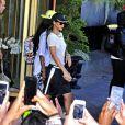 Rihanna porte un t-shirt transparent sans soutien-gorge dévoilant ainsi sa poitrine à la sortie de son hotel à Stockholm, le 22 juillet 2013