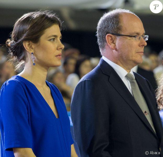Charlotte Casiraghi au côté du prince Albert lors du Jumping de Monte-Carlo le 29 juin 2013. Enceinte ou pas ?