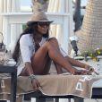 Naomi Campbell, détendue sur un transat à Marbella. Le 4août 2013.