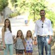Le prince Felipe et son épouse la princesse Letizia d'Espagne visitaient le 5 août 2013 avec leurs filles Leonor (short gris) et Sofia (short violet) la Granja de Esporles, une ferme du XVIIe siècle située au coeur de la Sierra de Tramuntana, sur l'île de Majorque où la famille passe ses vacances d'été.