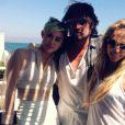 Miley Cyrus à la plage avec ses parents Billy Ray et Tish Cyrus.