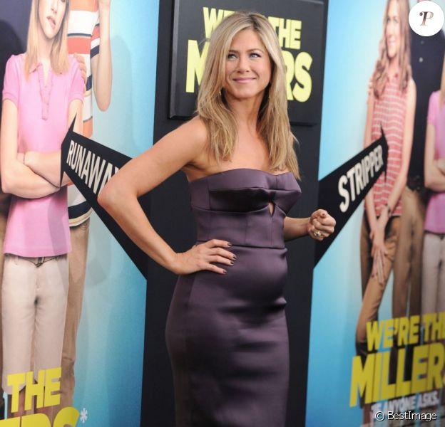 Jennifer Aniston et son baby-bump à la première du film Les Miller, une famille en herbe, à New York le 1er août 2013.