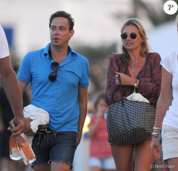 Kate Moss, sa fille Lila et son mari Jamie Hince sont en vacances à Formentera et profitent d'une fin de journée paisible après une sortie en mer. Le 14 août 2013 Photo exclusive