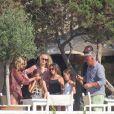 Kate Moss, sa fille Lila et son mari Jamie Hince sont en vacances à Formentera et profitent d'une belle journée pour sortir en mer avec des amis. Le 14 août 2013   Photo exclusive