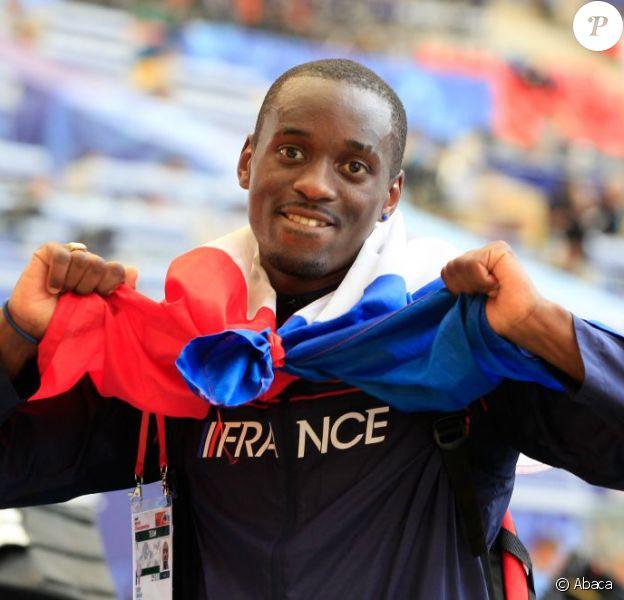 Teddy Tamgho célèbre sa médaille d'or aux Mondiaux de Moscou en triple saut, le 18 août 2013.