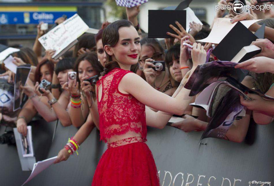 Lily Collins en Houghton à la première du film The Mortal Instruments: La Cité des Ténèbres à Madrid, le 22 août 2013.